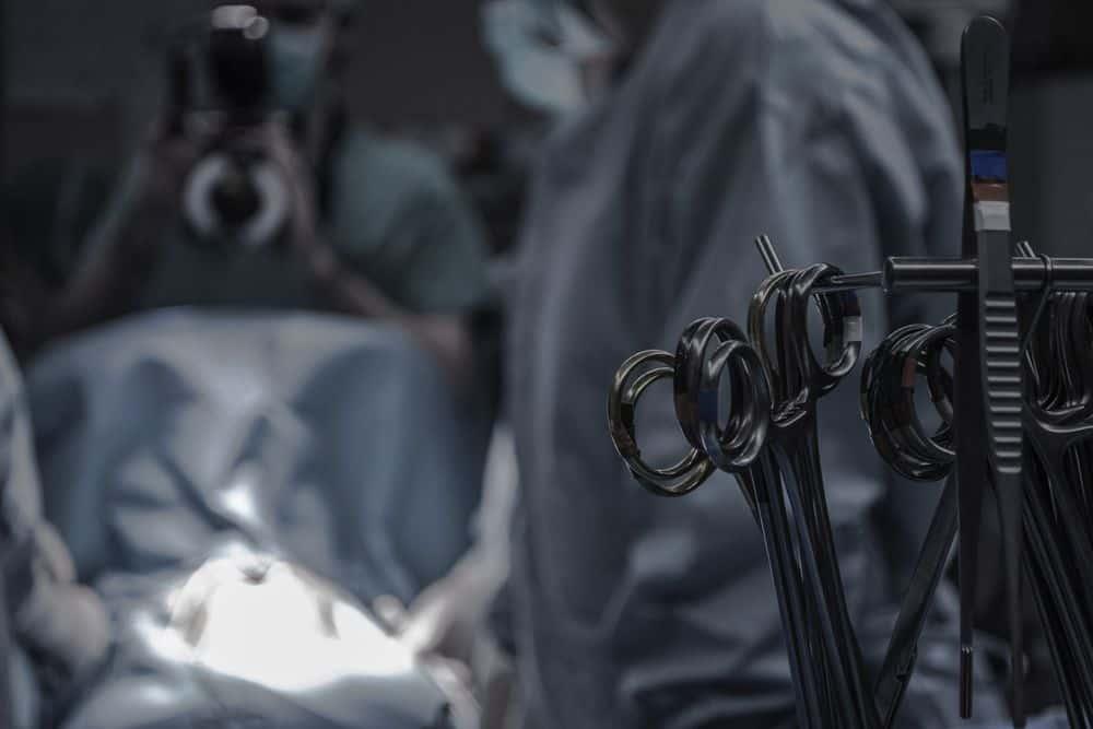 חדר ניתוח, כלי מנתח