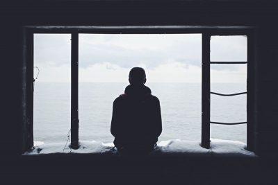 לבד, חלון, ים