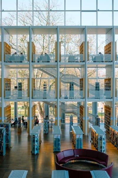 ספרייה, מדפים, קיר זכוכית
