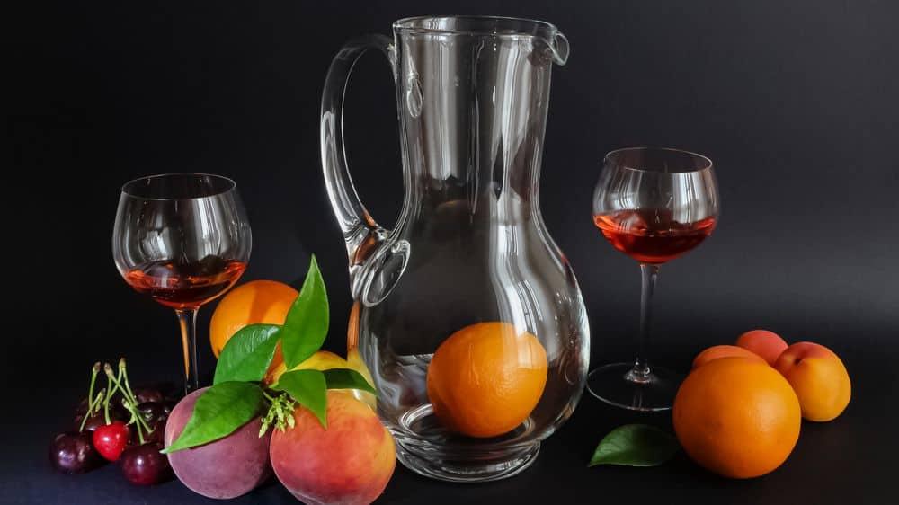 שזיף, אפרסק, דובדבן, קנקן, יין, איטליה