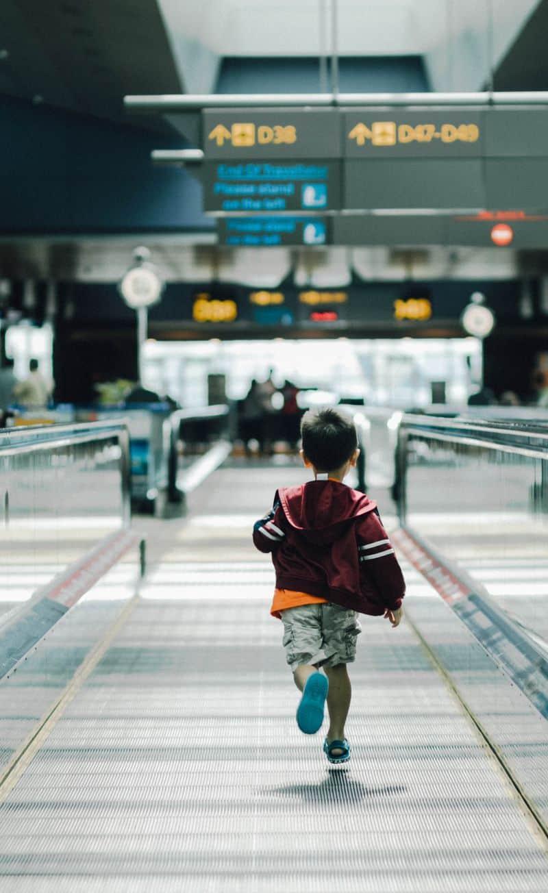 שדה תעופה, ילד, רץ