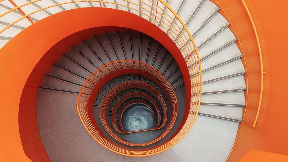 גרם מדרגות, ספירלה, לולייני