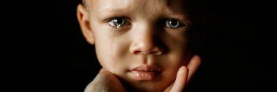ילד בוכה, אמפתיה, יד חומלת