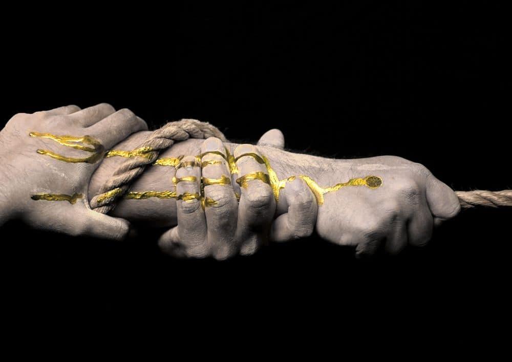 ידיים, חבל, זהב