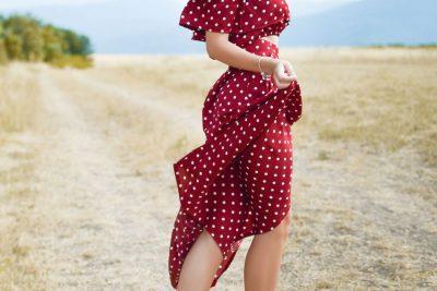 אישה, דוגמנית, שמלה אדומה, נקודות