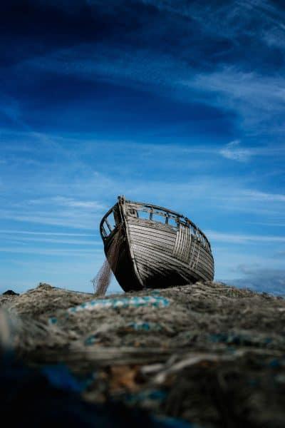 סירה נטושה, שמיים