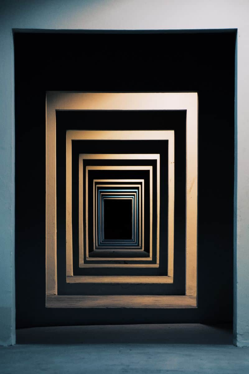 מסדרון, דלתות