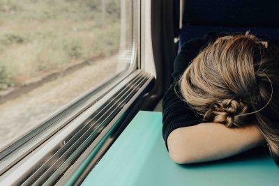 רכבת, אישה ישנה, עייפות
