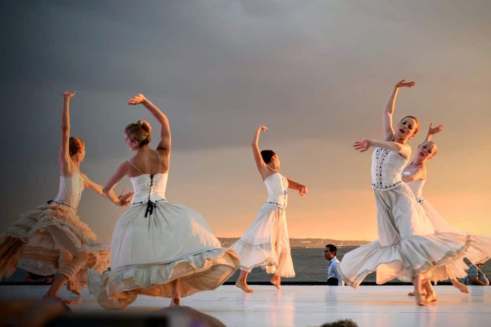 רקדניות