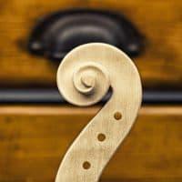 כינור, צוואר כינור, כלי קשת, מגרות