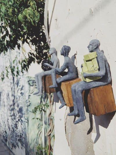 שבזי 14, תל אביב, פסלים