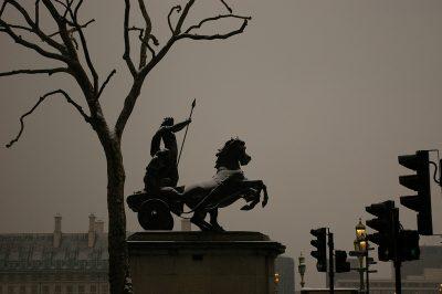 בודיקה, ווסטמינסטר, לונדון, גיבורה