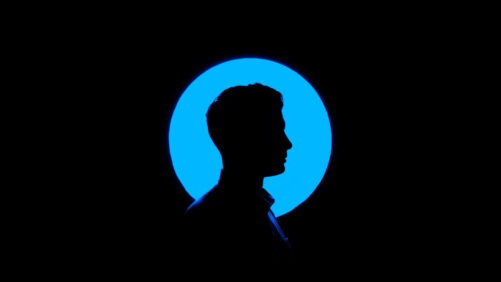 צללית, בחור, כחול