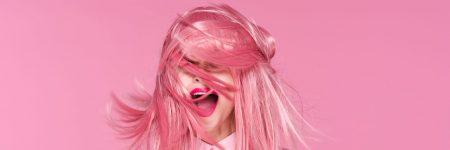 ורוד, שיער ורוד, אישה מחייכת, צחוק, ליפסטיק
