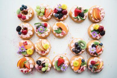 מאפים, מתוקים, פירות, דונט'ס, עוגיות, עוגות