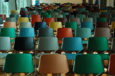 כיתה, כיסאות, צבעים