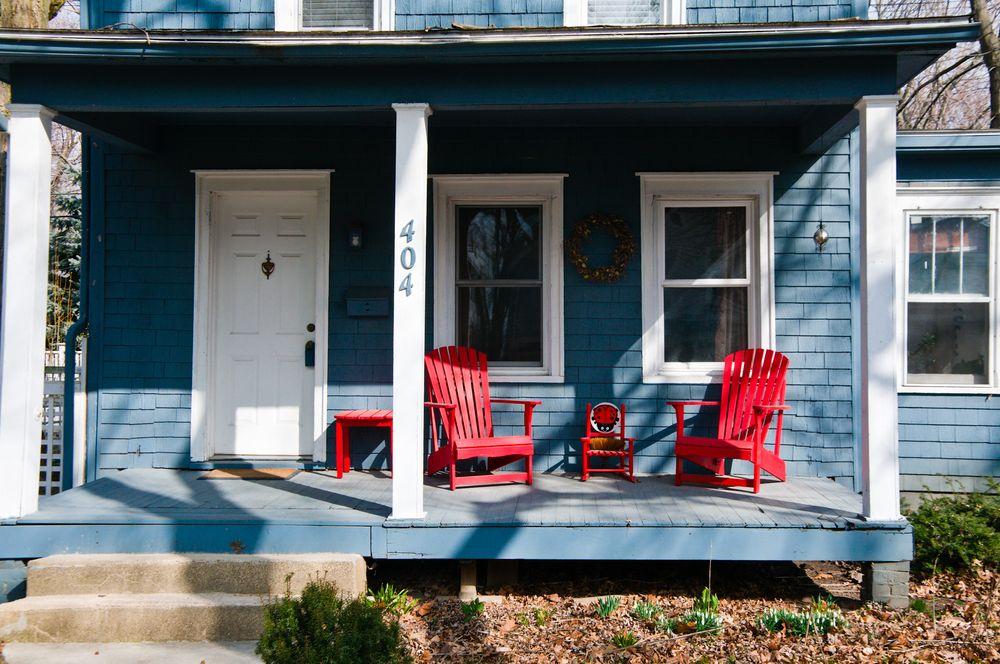 מרפסת, כיסאות נוח, כיסאות נדנדה