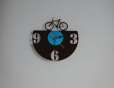 שעון, תקליט, אופניים