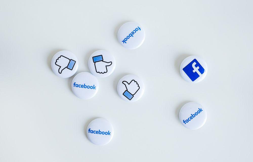 פייסבוק, מדיה חברתית