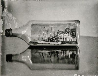 ספינה בבקבוק, תצלום ישן