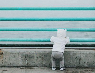 ילד, פעוט, ים, סורגים