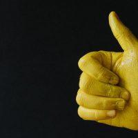 אגודל, אישור, צהוב, פשיזם