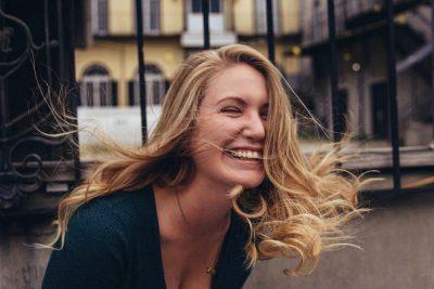 צחוק, אישה צוחקת, בחורה צוחקת