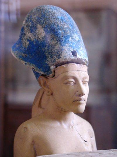 פרעה, פסל, אח'נאתן