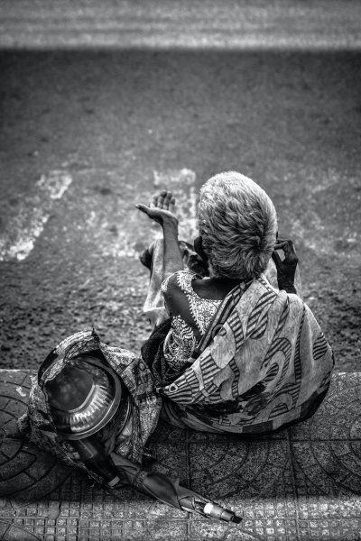 עוני, קיבוץ נדבות