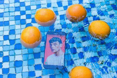 סמרטפון, תפוזים, מים, בריכה