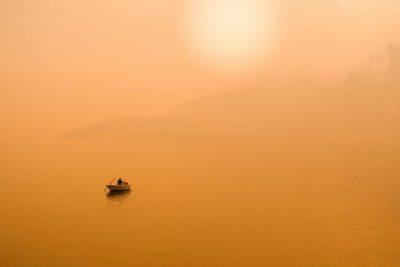 דייג, אגם קומו, שקיעה