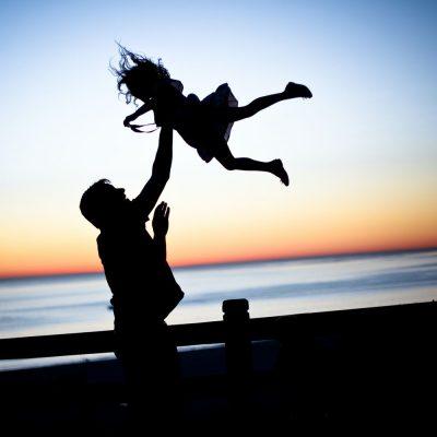 אבא, בת, שקיעה, ים