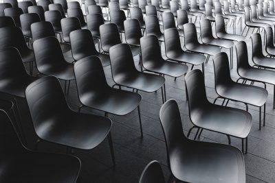 כיסאות ריקים, אולם ריק, הרצאות, כיתה