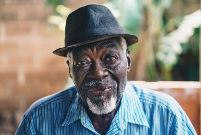 איש זקן, אדם שחור