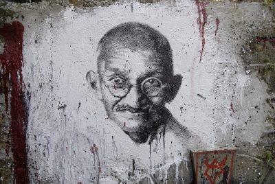 מהטמה גנדי, אהימסא, אי-אלימות
