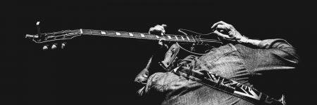 גיטרה חשמלית, גב, נגינה, מוזיקה