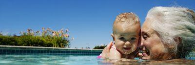 סבתא, נכדה, בריכת שחייה