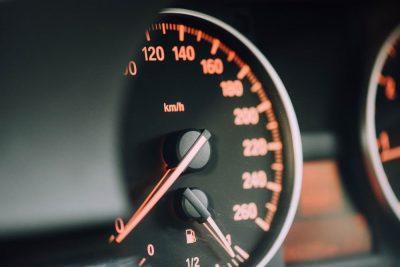 מד מהירות, מכונית