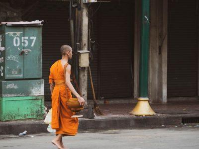 נזיר, בודהיזם, בנגקוק, צדקה
