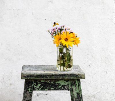 פרחים, אגרטל, שרפרף