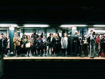 רכבת תחתית, תחנה, ניו יורק, אנשים, סלולריים, סמרטפון