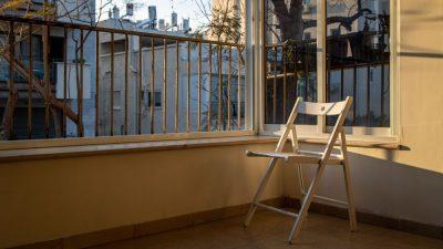 מרפסת, תל אביב, כיסא מתקפל