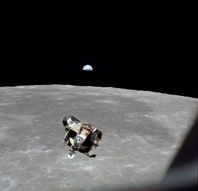 אפולו 11, נחיתה על הירח, כדור הארץ, ירח