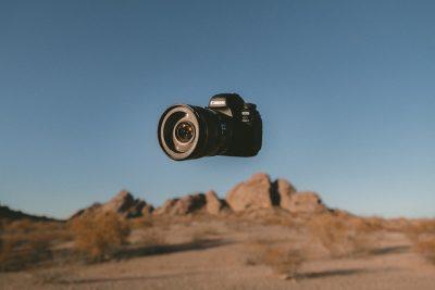 מצלמה, מדבר, ריחוף