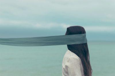 צעירה, צעיף, ים, עיניים מכוסות
