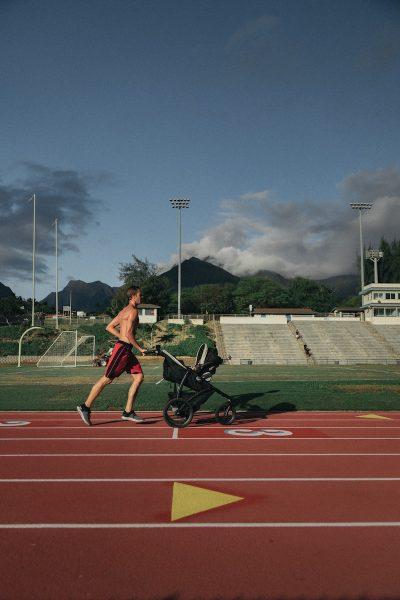 רץ, אתלטיקה, עגלת תינוק, איש צעיר
