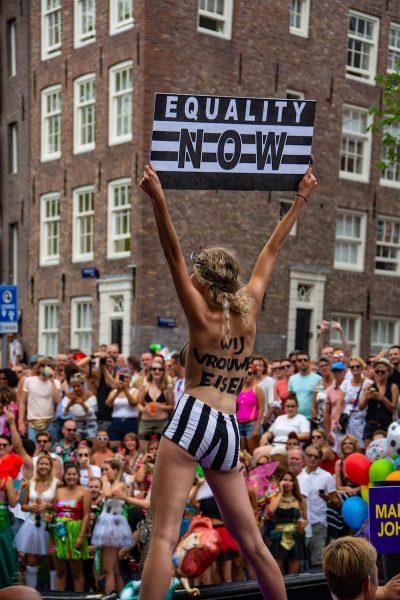 פמיניזם, התרסה, הפגנה