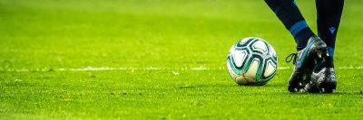 כדורגל, בעיטה, כדור, נעליים, מגרש, דשא