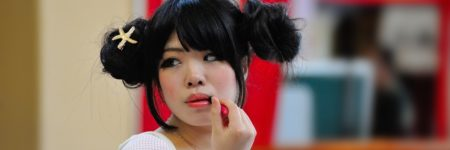 אישה יפנית, שפתון, ליפסטיק